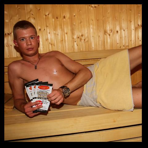 in sauna Wichsen