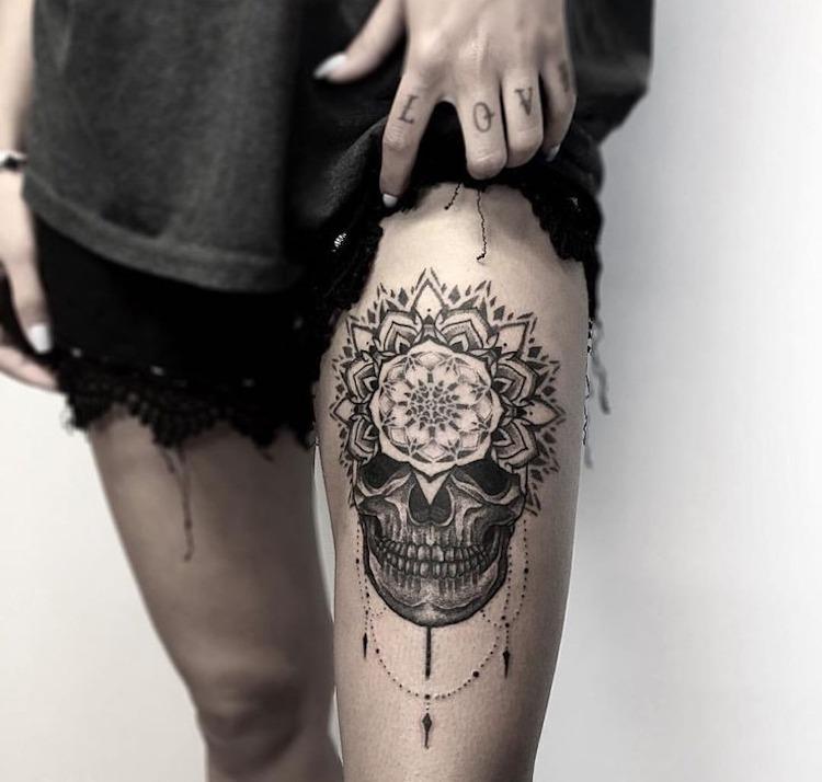 Tattoo schenkel frau