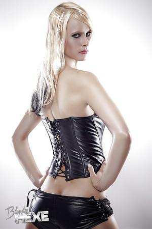 videos Blonde hexe