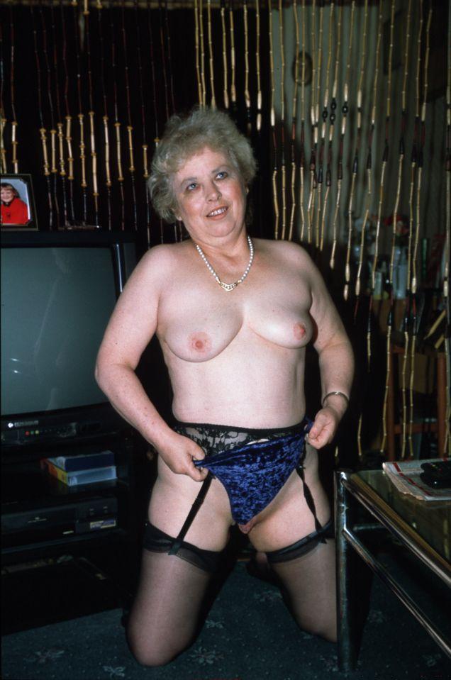 Nacktfotos ohne anmeldung Extrem lange scharmlippen bilder