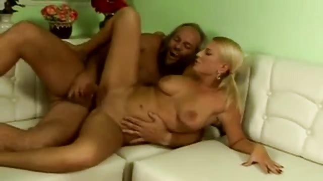 fickt blondine Opa