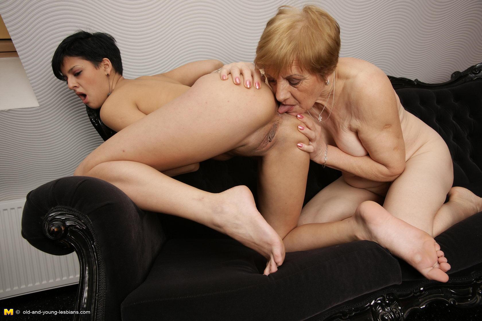amateur lesbians Young