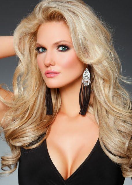 blonde Ts larissa