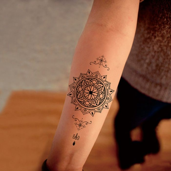 Tattoo frauen klein
