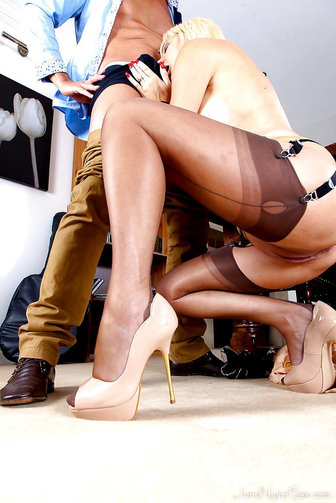porn Nylon legs