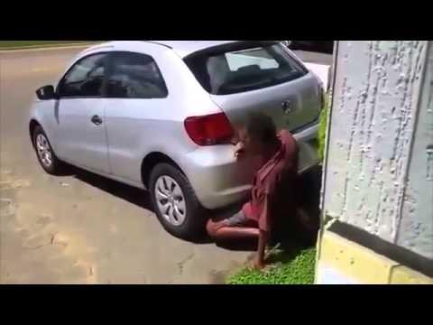 fickt im auto Frau