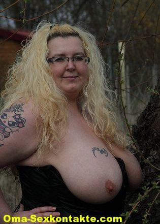 großen Frau wird mit gefickt titten