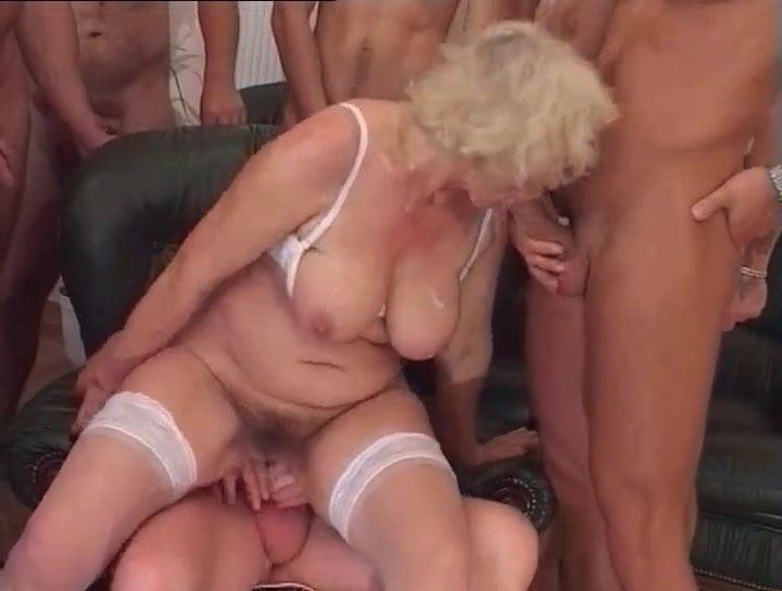 Kolker recommend Penis zwischen brüsten