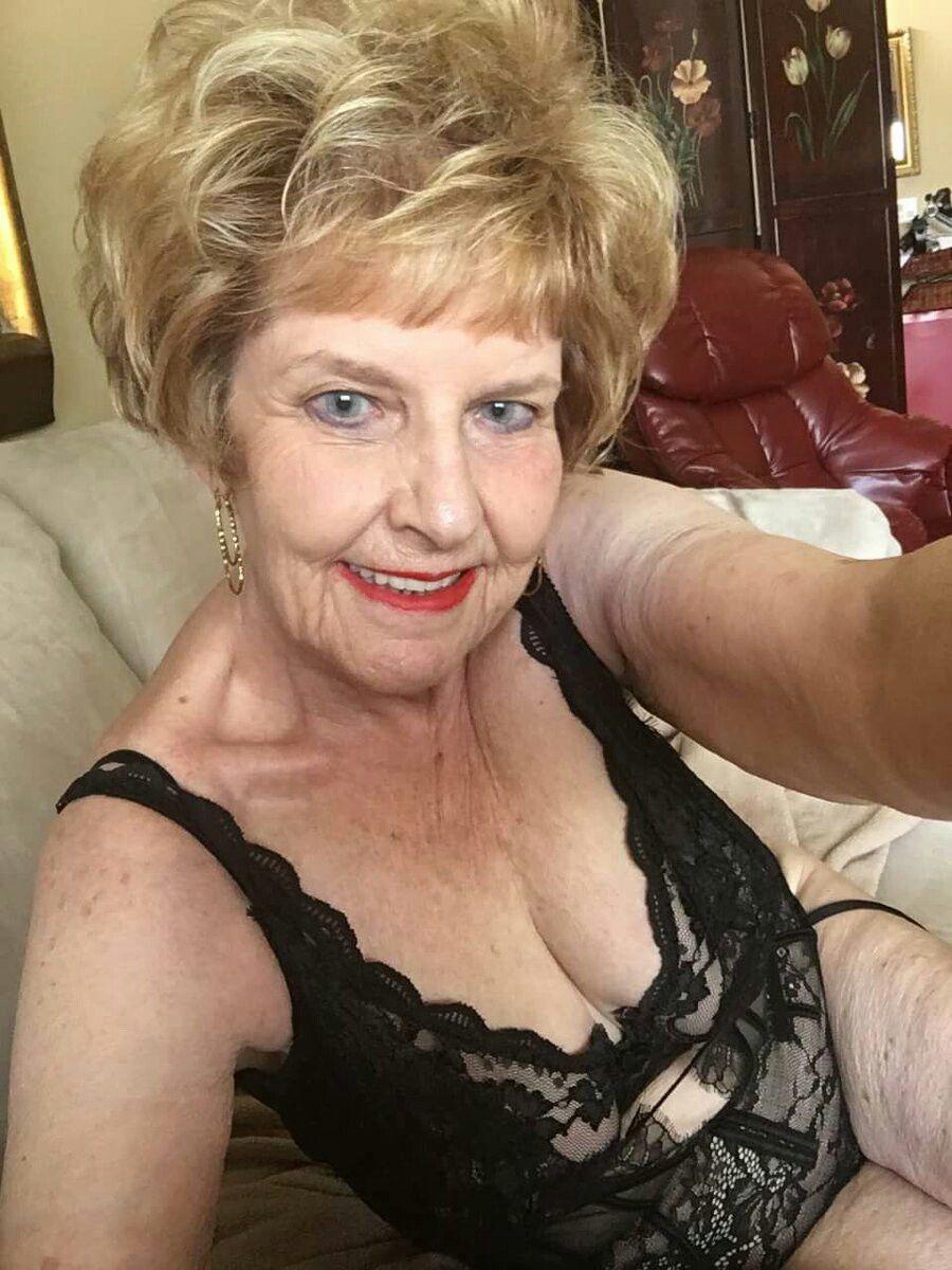 Videos ❤ + Bilder Rene russo nude