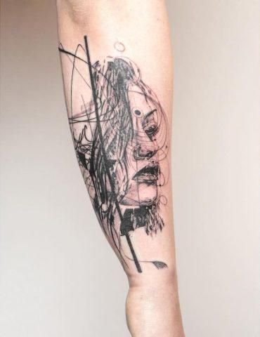 frau Tattoo schenkel